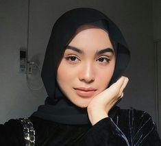 Hijab Turban Style, Hijab Chic, Hijabi Girl, Girl Hijab, Hijab Makeup, Hijab Style Tutorial, Hijab Dress Party, Head Scarf Styles, Hijab Fashion Inspiration