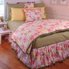 Floral Breeze Bedding from @PoshTots #poshtots #girl #flowers #pink #bedding #bed #design #decor #pretty