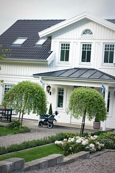Home exterior garden entrance 36 trendy Ideas Garden Entrance, House Entrance, Nordic Home, Scandinavian Home, This Old House, French Provincial Home, House Shutters, Door Makeover, Pool Houses