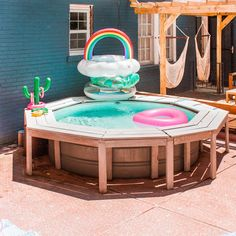 DIY your own hot tub and use your stock tank pool year round! This pool is not wood-fired and it's not gas. It's an electric heater and can even be used to heat your pool in the summer. Stock Pools, Stock Tank Pool, Above Ground Pool, In Ground Pools, Diy Pool, Stylish Home Decor, Pool Water, Pool Designs, Garden Beds
