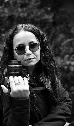 A mObgraphia Cultura Visual já acompanha a algum tempo o trabalho desta talentosa fotógrafa que explora (como poucos) a expressão de sua própria imagem em auto-retratos belíssimos onde não só os el…
