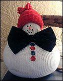 This plump little snowman makes a great centerpiece is easy to put together and makes a cuddly pal for the kids. With some very simple items you can put this craft together inexpensively and quickly. Christmas Snowman, Christmas Holidays, Christmas Ornaments, Family Crafts, Home Crafts, Snowmen Paintings, Snowman Photos, Winter Crafts For Kids, Jingle All The Way