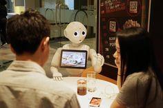 Los tiempos cambian y la tecnología avanza tanto como para cambiar hasta la forma de pedir una pizza. En Singapur, la pizza la servirá un robot revolucionando el comercio minorista y rediseñando las costumbres.