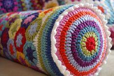 Crochet cushion Julia Crossland Lyons Dutsch, look! Crochet Home, Love Crochet, Diy Crochet, Crochet Crafts, Yarn Crafts, Crochet Projects, Crochet Flowers, Crochet Motifs, Crochet Granny