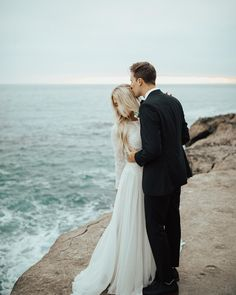 Beautiful capture of a couple on their wedding day. Inspiration for wedding photography. Perfect Wedding, Dream Wedding, Wedding Day, Wedding Summer, Modest Wedding, Elopement Inspiration, Wedding Photography Inspiration, Wedding Goals, Wedding Pictures