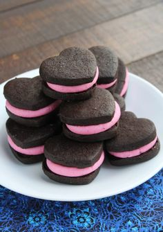 Valentine Sandwich Cookies- Creamy pink buttercream sandwiched between delicious homemade chocolate heart-shaped cookies. A fancier and prettier version of homemade Oreos. Homemade Oreos, Homemade Chocolate, Easy Desserts, Delicious Desserts, Romantic Meals, Heart Shaped Cookies, Valentines Day Desserts, Chocolate Hearts, Sandwich Cookies