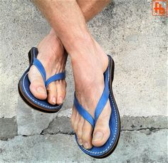 Artículos similares a Gent's Classic FlipFlop, Handcrafted Genuine Leather Upper with my 'Triple Rubber Composite Sole' - Comfort, Durability and Safety! Robert Johnson, Leather Upper, Leather Men, Mens Beach Shoes, Pretty Sandals, Barefoot Men, Mens Flip Flops, Male Feet, Leather Sandals