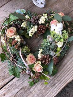 Flower Shop Interiors, Vence, Modern Flower Arrangements, Grapevine Wreath, Funeral, Grape Vines, Garland, Christmas Wreaths, Floral Wreath