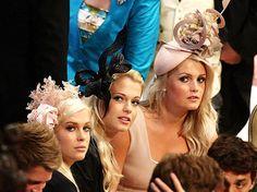 MAD HATS. Le tre grazie... con cappelli che si fanno notare  :)   Io  indosserei quello a destra. Un pò di sana follia fa bene alla salute :)