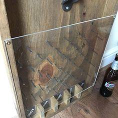 Eine lustige Möglichkeit, Bier oder Apfelwein Flaschen auf einer Party zu öffnen! Wo wird Ihre Böden oben landen?! Ideal für die Weihnachtsfeier, Grillen, Studenten und vielen anderen Gelegenheiten! Boden 5 Befehle kann angepasst werden, einfach nur einen Kommentar im Anhang. Prost