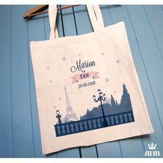 ote bag EVJF Paris mon amour, cadeau idéal pour la future mariée et ses amis présentes pour l'enterrement de vie de jeune fille (EVJF)... Ce tote bag personnalisé est un souvenir original à conserver.