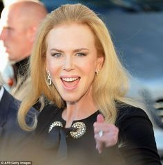 PHOTO: The Cannes circus has started. Nicole Kidman has arrived. #TheQueenIsBack pic.twitter.com/iKOof2LJm7