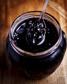 Dżem z aronii - przepis na zimę My Favorite Food, Favorite Recipes, Whole Food Recipes, Cooking Recipes, Tasty, Yummy Food, Chocolate Fondue, Preserves, Nutella