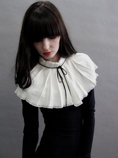 Pleated collars are going to pick up the pace, especially since the YSL collection which fused androgyny with matador chic. Prepare to channel your inner 'Gothic Goddess'. Pierrot Costume, Fashion Details, Fashion Design, Fashion Trends, Foto Fashion, Mode Hijab, Alternative Outfits, Steampunk Fashion, Refashion