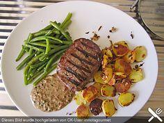 Argentinisches Rinderhüftsteak mit grünen Bohnen, Pfeffer - Sahne - Sauce, Bratkartoffeln
