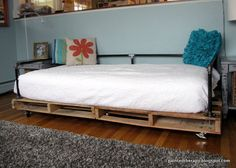 diy pallet daybed, bedroom ideas, diy, how to, painted furniture, pallet, repurposing upcycling, Grab yourself some pallets and make a bed t...