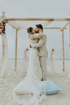 La playa, el escenario perfecto para sellar su destino de amor.#Matrimoniocompe #Organizaciondebodas #Matrimonio #Novios #TipsNupciales #CaminoAlAltar #MatriPeru #BodaPeru #Amor #Romantico #Couple #MatrimonioEnLaPlaya #CasarseEnlaPlaya #BeachWedding Lace Wedding, Wedding Dresses, Photo And Video, Instagram, Fashion, Amor, Beach Weddings, Bridal Gowns, Boyfriends