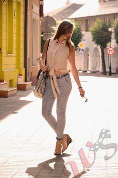 Jeans, bag, high heels. Reserved.