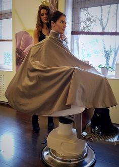 I wish every time me or my family went to go get a haircut they would Be in the same chair,neck piece, cape and etc.That would the best haircut in the world Barber Chair, Permed Hairstyles, Neck Piece, Cool Haircuts, Vintage Beauty, Barber Shop, Hairdresser, Stylists, Hair Cuts