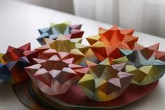 Waldorf Christmas Craft: How to Make a Waldorf Star Lantern--use pic for inspiration/mnemonic (site questionable)