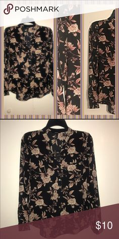FOREVER 21 blouse 💋💋💄FOREVER21 floral printed black blouse. Size small. Worn once! 💋💋💄 Forever 21 Tops Blouses