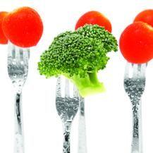 """Alimentos: Combinações Perfeitas / sinergia alimentar: """"Comidos separadamente, o brócolis e o tomate são saudáveis, mas, se ingeridos juntos, a capacidade de combater o câncer pode aumentar exponencialmente.""""  """"Comidos juntos, vemos um efeito aditivo''  - um vinho com hambúrguer  - Fritas com suco de laranja"""