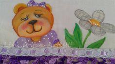 fralda ursinha com flor e barrado em crochê