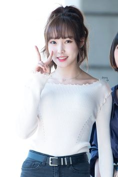 Gfriend-Yuju 190623 KBS2TV Hello Counselor recording South Korean Girls, Korean Girl Groups, Gfriend Yuju, Cloud Dancer, G Friend, Asian Woman, Girlfriends, Turtle Neck, Singer