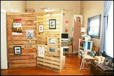 Pallet wall divider-backdrop for craft shows, with hinges in 4 places to make it portable? My husband is going to help me build it