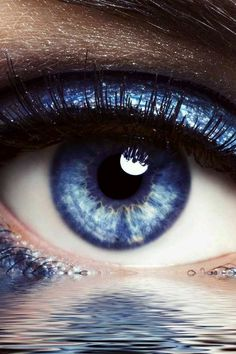 Blue eye over water Eyes Without A Face, Look Into My Eyes, Pretty Eyes, Cool Eyes, Photo Oeil, Eyes Artwork, Behind Blue Eyes, Most Beautiful Eyes, Crazy Eyes
