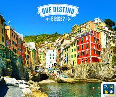 Testando o conhecimento dos viajantes: que destino é esse?  Dica: esta charmosa vila é uma das cinco famosas comunas italianas que fazem parte do conjunto conhecido como 'Cinque Terre' e está localizada mais ao sul que as outras 4 vilas.   Lembrem-se de escrever os seus palpites nos comentários RESP - Riomaggiore, Itália