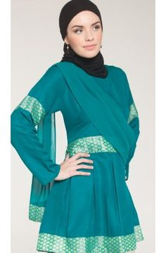 The city dwellers wear clothing that is brighter in color, but somewhat loose-fitting. More fabric=more wealth, so this is an outfit for a resident, but not an elite in this project. (Siyam formal tunic with draped scarf, Artizara)