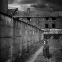 Tous les murs ne sont pas tombés .... | Flickr - Photo Sharing!