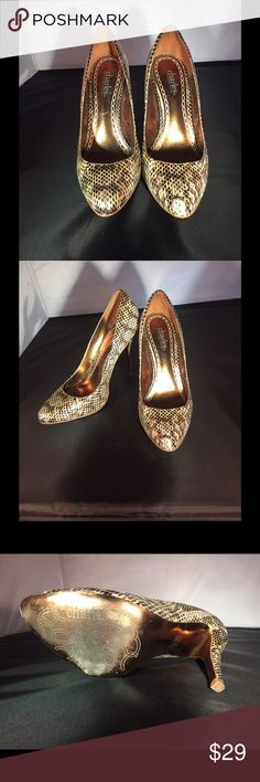 Charles by Charles David heels size 7 1/2 B Unique Beautiful designer pumps, see photos. Size 7 1/2 B just reduced for black Friday weekend,,get them now! Charles David Shoes Heels