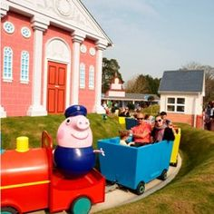 WIN FAMILY TICKETS TO PAULTONS PARK AND PEPPA PIG WORLD