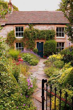 Cottage garden path of gravel and square pavers (photo by the yes man on Flickr)