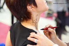 lettering on people #pointedbrush - tekstausta iholle teräväkärkisellä siveltimellä