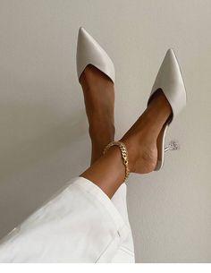 9 Super Stylish White Bridal Shoes — S I X F O U R - sikpre. Cream Aesthetic, Classy Aesthetic, Aesthetic Style, Easy Style, White Bridal Shoes, White Shoes, White Pants, Black Heels, Mode Shoes