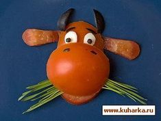 Bull and cows Take smooth sturdy tomato. Cut with sharp knife (or serrated knife) from one side an oval shape (for faces), also cut t. Cute Food, Good Food, Casket Flowers, Oh My Fiesta, Food Carving, Vegetable Carving, Baby Food Recipes, Food Art, Kids Meals