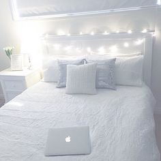 Teen Girl Interior Design Ideas and White Color Scheme for Bedding and Decor - Traum Zimmer - Bedroom Decor Teen Bedroom Designs, Cute Bedroom Ideas, Room Ideas Bedroom, Small Room Bedroom, Home Bedroom, Bedroom Decor, All White Bedroom, Trendy Bedroom, Bedroom Inspo