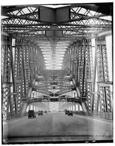 Construction started on 28 and it was opened on the 19 March 1932 At a height of 134 metres 440 feet. First Vehicles across Harbour Bridge, Sydney, Australia 1932 Sydney New South Wales, Historical Pictures, Sydney Australia, Sydney Harbour Bridge, Construction, Old Photos, Scenery, Around The Worlds, Black And White