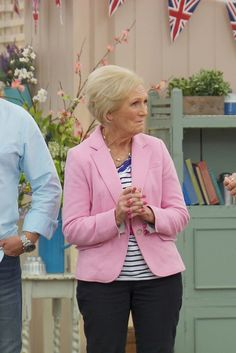 Howard Middleton runs through the happenings of Biscuit Week on Bake Off with… Paul Hollywood And Mary Berry, Gbbo, Great British Bake Off, Happenings, Biscuit, The Help, Baking, Events, Bakken