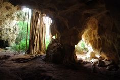 Inside the Bodden Town Pirate Caves, Grand Cayman   Credit: Paul via Flickr