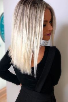 Trendy Hair Color Picture DescriptionTry platinum blonde hair shade if you want to stand out from the crowd. This color is so eye-catching. See our collection of platinum blonde looks. Platinum Blonde Balayage, Blonde Hair Shades, Balayage Hair, Ombre Hair, Ash Blonde, Bright Blonde, Short Balayage, Blonde Bangs, How To Ombre Blonde Hair