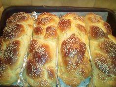Τσουρέκια αφράτα πανεύκολα !!! ~ ΜΑΓΕΙΡΙΚΗ ΚΑΙ ΣΥΝΤΑΓΕΣ 2 Hot Dog Buns, Favors, Food And Drink, Pie, Sweets, Bread, Breakfast, Recipes, Layered Hair