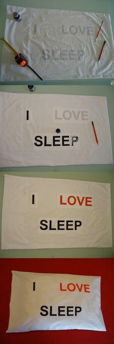 Funda de almohada, pintada a mano, con frase original: I LOVE SLEEP (Me encanta dormir).