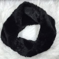 Faux Fur Infinity Scarf Faux Fur Infinity Scarf with perfect condition. The perfect layer for any outfit Accessories Scarves & Wraps