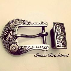 This belt buckle... Omg I need it now!