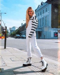 White overalls and cute blue and white striped top with edgy white leather boots. Dr. Martens, Botas Dr Martens, Fashion Models, Fashion Outfits, White Dr Martens, Summer Boots Outfit, Combat Boot Outfits, Combat Boots, Dr Martens Outfit