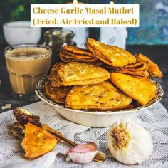 Indian Dry Snacks, Indian Food Recipes, Tasty Indian Recipe, Holi Recipes, Quick Healthy Snacks, Vegetarian Snacks, Easy Snacks, Mathri Recipe, Burfi Recipe